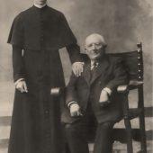 Juan, seminarista, con su benefactor
